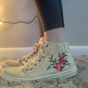 Embroidered fashion midtop sneaker